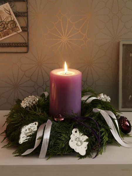 christmas decoration table wreaths white ribbon violet candle