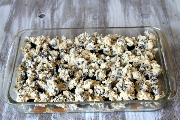 Oreo and Caramel Stuffed Chocolate Chip Cookie Bars | Recipe