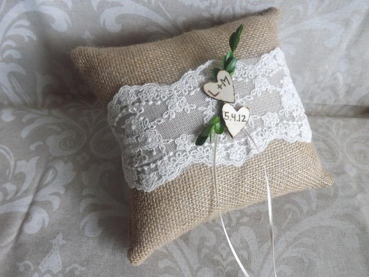 Negozi Arredamento Shabby Chic : We could easily make a burlap pillow ...