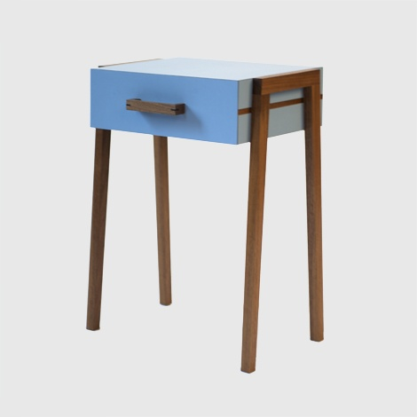 gorgeous bedside table from www.youngandnorga...