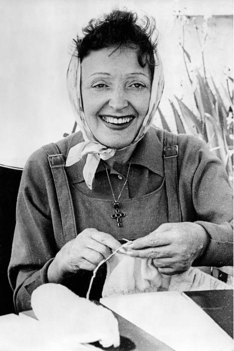Edith Piaf knitting
