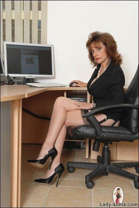Office boss brunette milf in nylons and High Heels - Milfs Deluxe