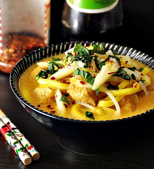 Laksa with Tofu Puffs & Bean Sprouts - spruced up with fresh pineapple ...