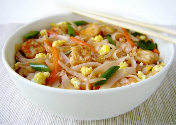 Pad Thai with veggies, tofu and egg | Noms To Make | Pinterest