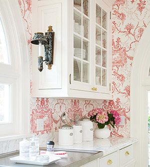 pink & white wallpaper