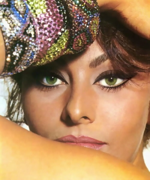 Sophia Loren in the 60's pastels ..medium warm foundation...cat eyes....pink lips outlined with darker hue...