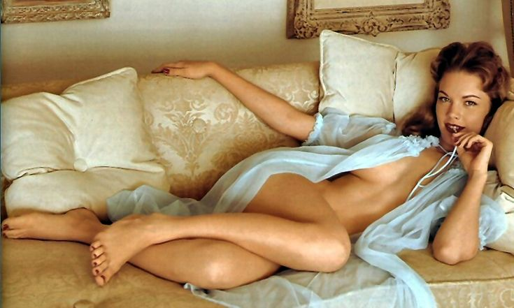 Sexy legs topless seminude