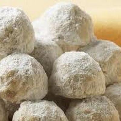 Pecan Balls (Christmas Cookies). These look like Mexican Wedding Cakes ...
