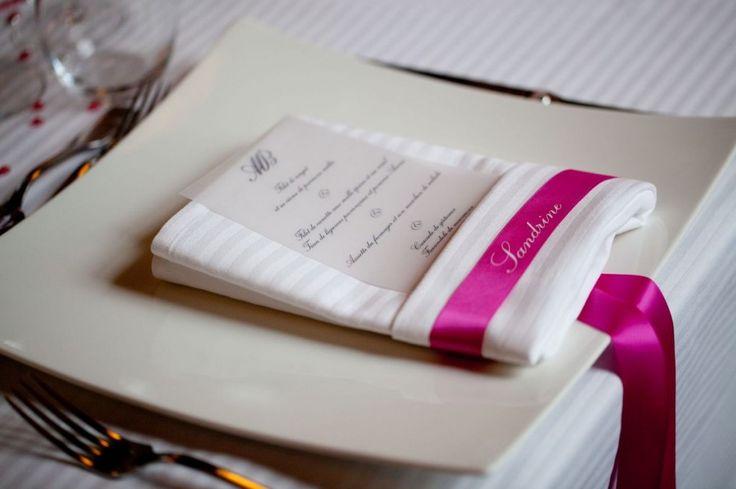 menu marque place pliage serviette deco table pinterest. Black Bedroom Furniture Sets. Home Design Ideas