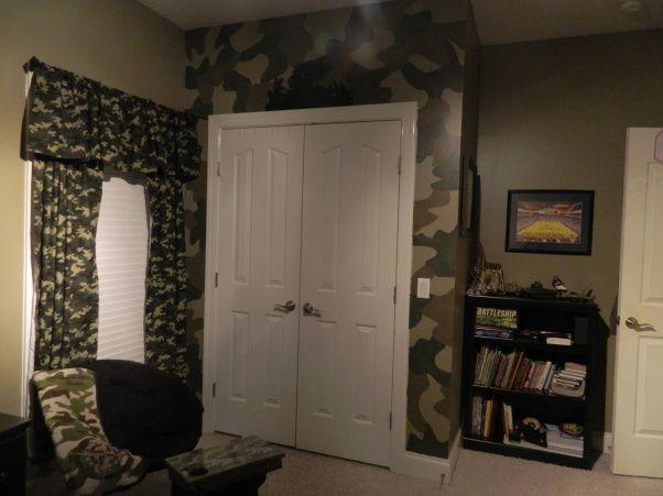 Camo room decor love pinterest for Boys hunting bedroom ideas