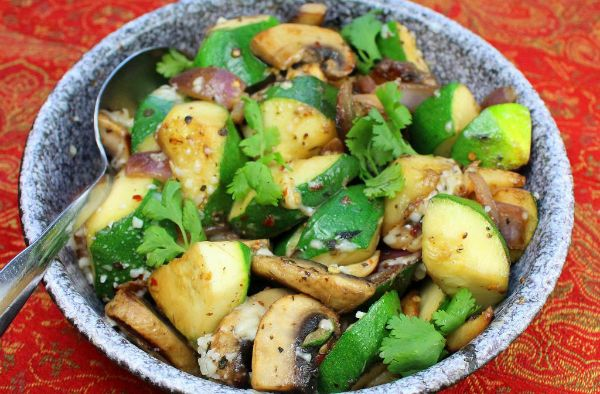 Quick sauteed zucchini and mushrooms, perfect for summer and #meatless