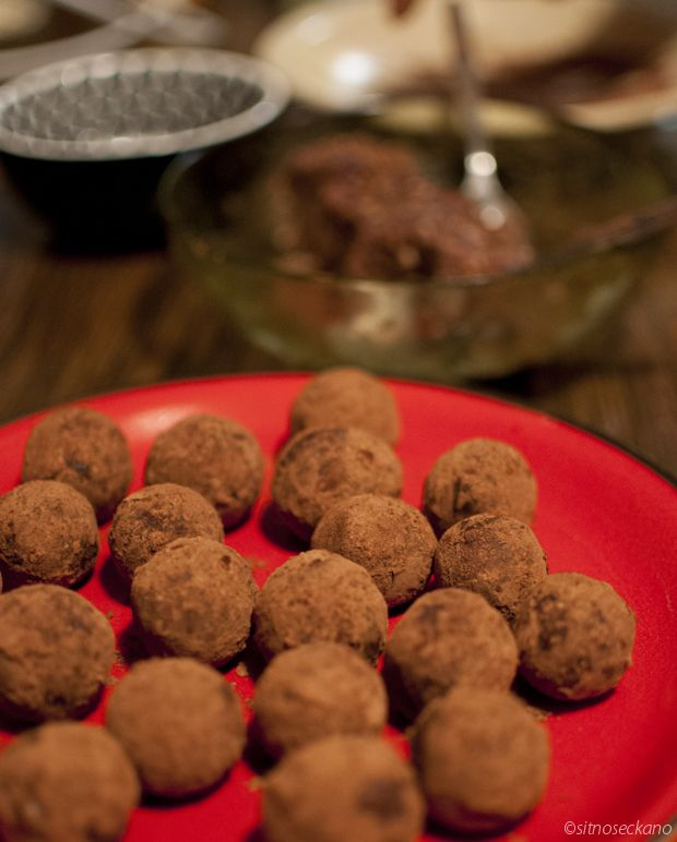 Date and cocoa truffles | Recipes to try | Pinterest