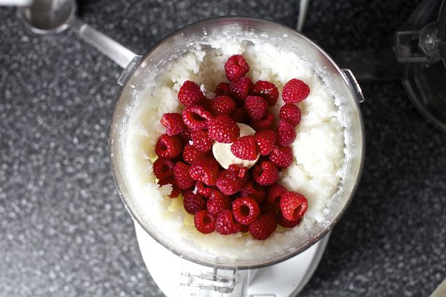Raspberry Coconut Macaroons | Dessert | Pinterest