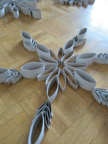 Pin by wendy manwarren on diy projects pinterest for Snowflake out of toilet paper rolls