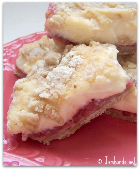 STRAWBERRY CHEESECAKE SQUARES | Recipes I'd Like 2 Try | Pinterest