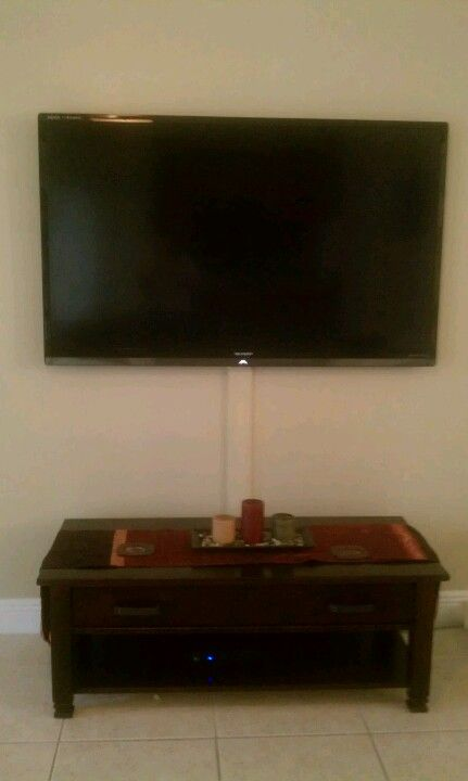 hide cables for your wall mounted tv decorating inspiration pint. Black Bedroom Furniture Sets. Home Design Ideas