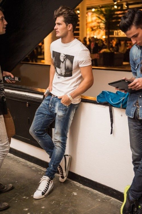 The basic, casual look works all times. #streetstyle #Men #Fashion #Hairstyle #Style #Shirt #jeans #denim #summer #Trend #jacket #casual #urban #styleforhim