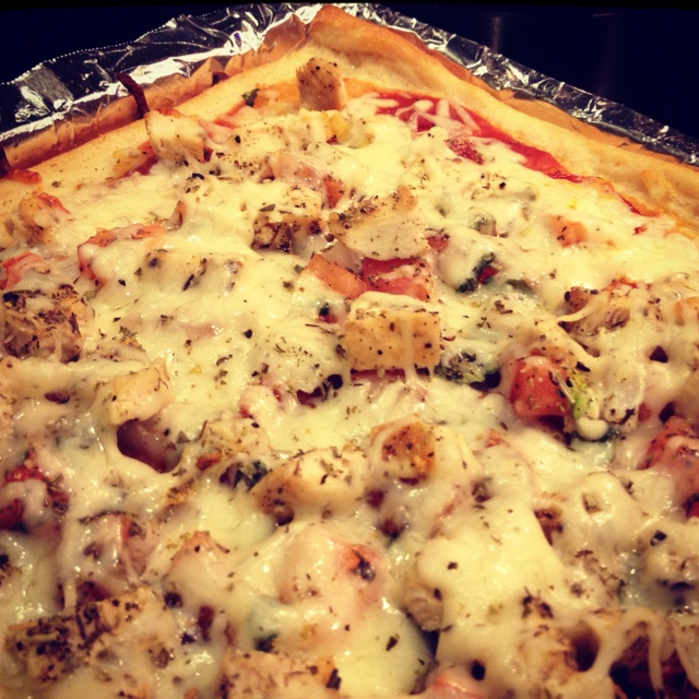 Homemade tomato, basil, chicken pizza | Foods I Love (and one day wan ...