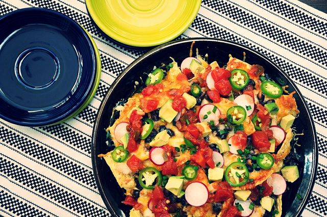 Chicken and Black Bean Nachos by holajalapeno