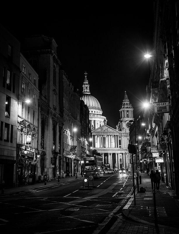 London Night | Black and White Photography | Pinterest: pinterest.com/pin/272538214925884327