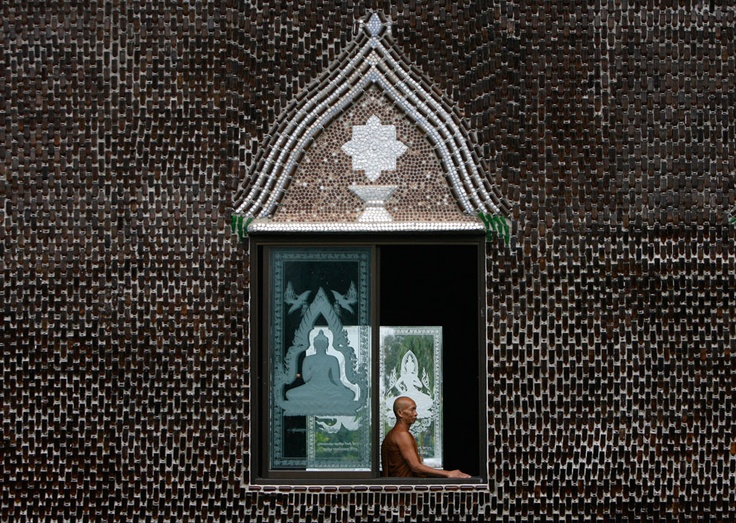 Wat Pa Maha Chedi Kaew temple, Thailand was hand built with more than a million recycled glass bottles, creating everything from a crematorium to shelters and toilets. via theatlantic. Photo by Chaiwat Subprasom/ Reuters #Wat_Pa_Maha_Chedi_Kaew_Temple #Thailand #Chaiwat_Subprasom #theatlantic