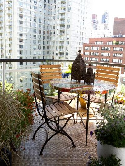 La casa de lavanda grandes jardines en peque os balcones for Jardines en balcones pequenos