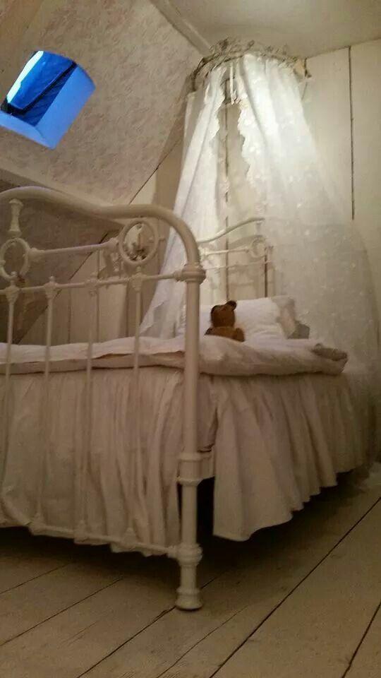 Prachtig brocante bed  Brocante spullen  Pinterest