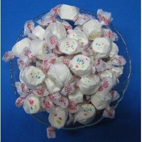 ... homemade-salt-water-taffy-in-one-hour.html), this cupcake taffy