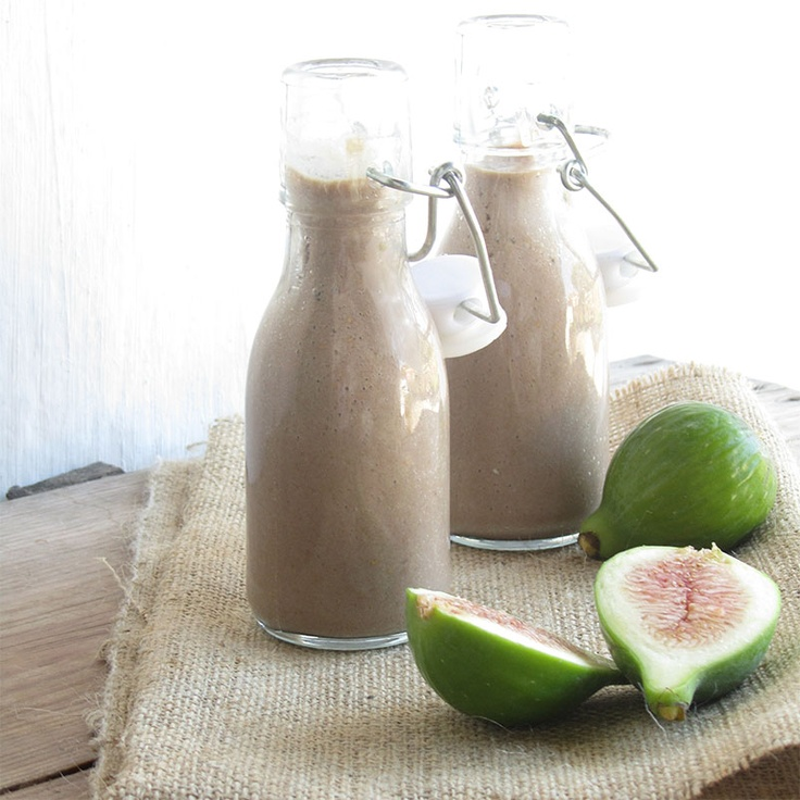 Fresh fig and carob smoothie | Café des délices | Pinterest
