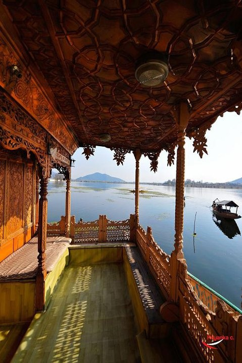 These houseboats are made of wood, and usually have intricately carved wood paneling. Taken at Kashmir,India #houseboat #photography  https://www.facebook.com/PriyankaC.photography http://www.lonelyplanet.com/india/jammu-and-kashmir