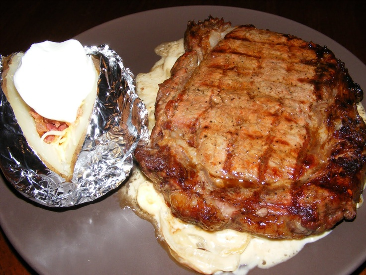 Steak with Onion Blue Cheese Sauce | Sauces | Pinterest