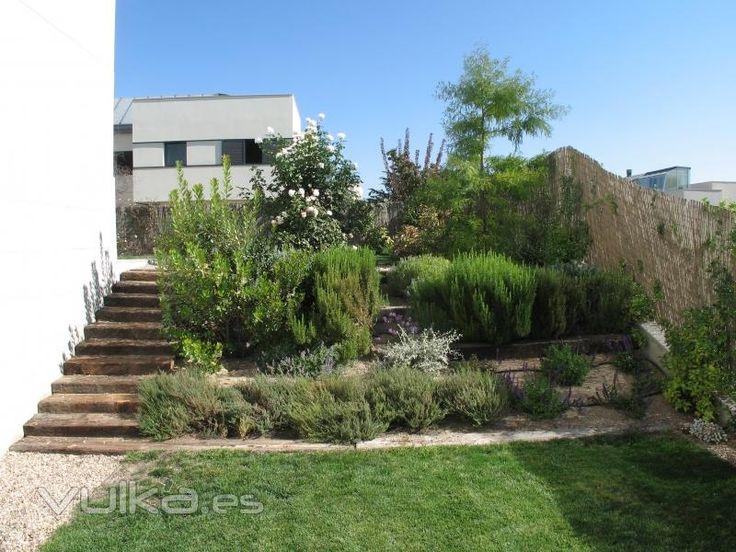 Jardin en pendiente buscar con google deco casa - Casa con jardin ...