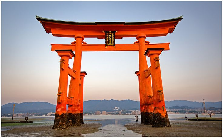 Pin by house of the broken dragon on torii pinterest for Japanese gates pictures