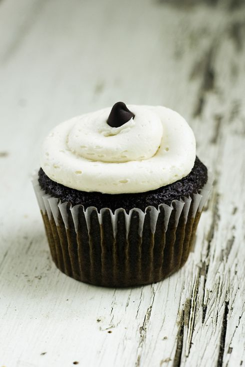 Chocolate Stout Cupcakes. Made w/ a bottle of Guinness and perfect for ...