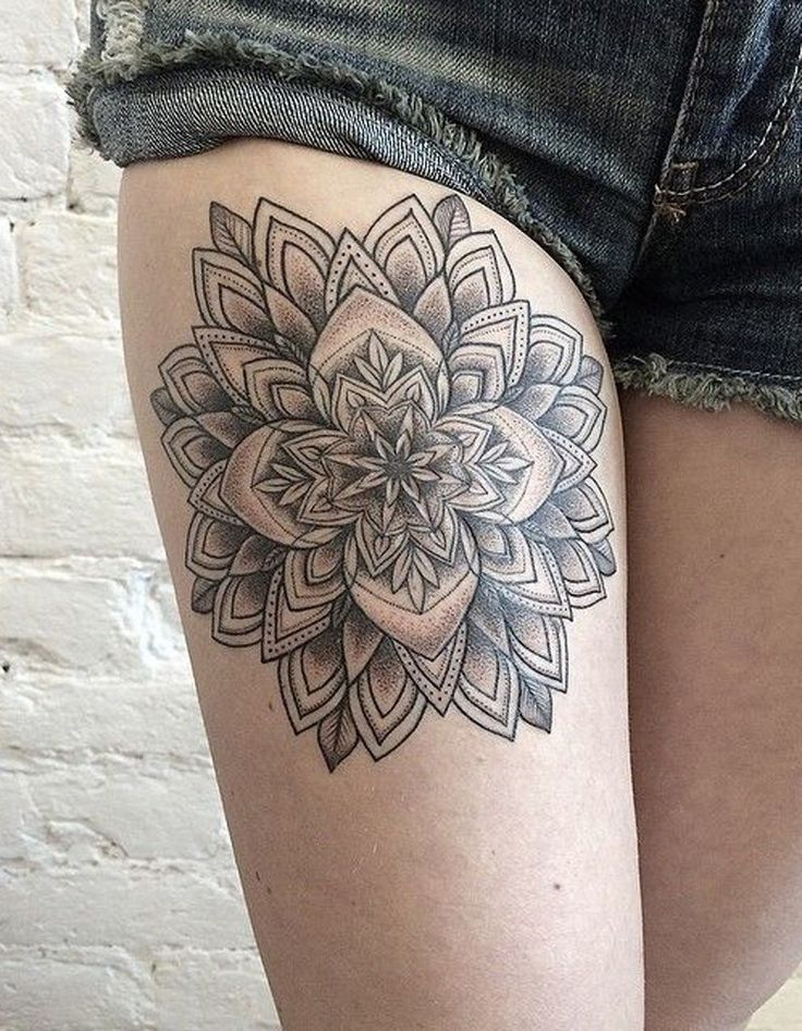 Id e tatouage une rosace sur la cuisse les 40 plus - Tatouage autour de la cuisse ...