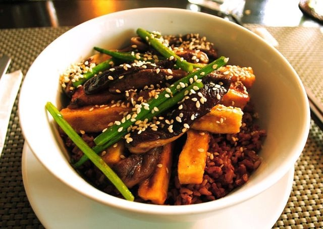 beans stir fried tofu and shiitake mushrooms in spicy black bean sauce ...