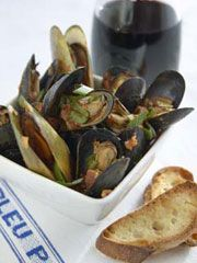 ... Baked Mussels topped with Herbed Bread Crumbs www.partiesthatcook.com