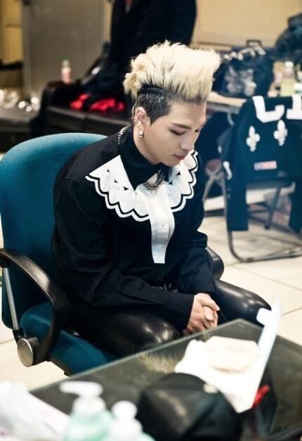 TaeYang in the Inkigayo waiting room