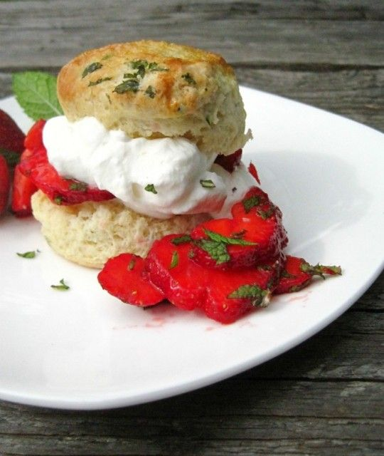 Strawberry & Mint Shortcakes from Rosemarried #seasonal #strawberry