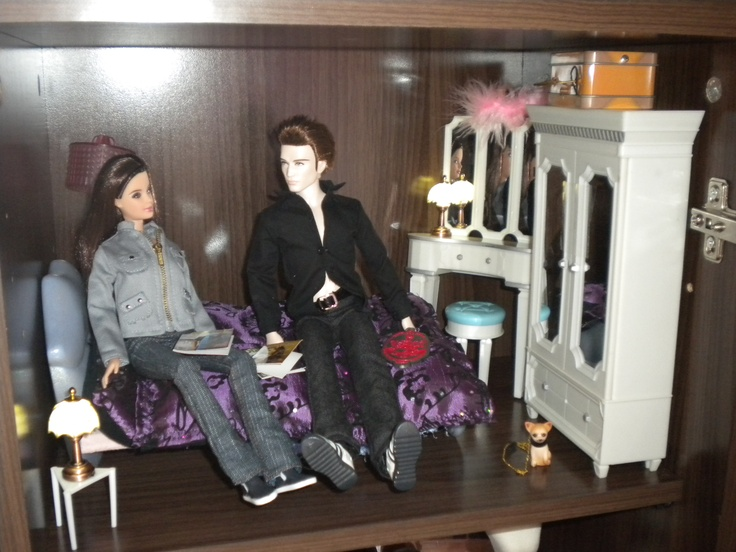 first version of bella swan 39 s bedroom diorama need walls painting