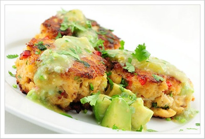 chipltle spiced crab cakes with tomatillo avocado sauce