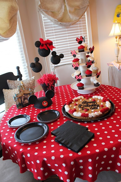 Minnie Mouse Party Table Decoration Photograph Found on ou