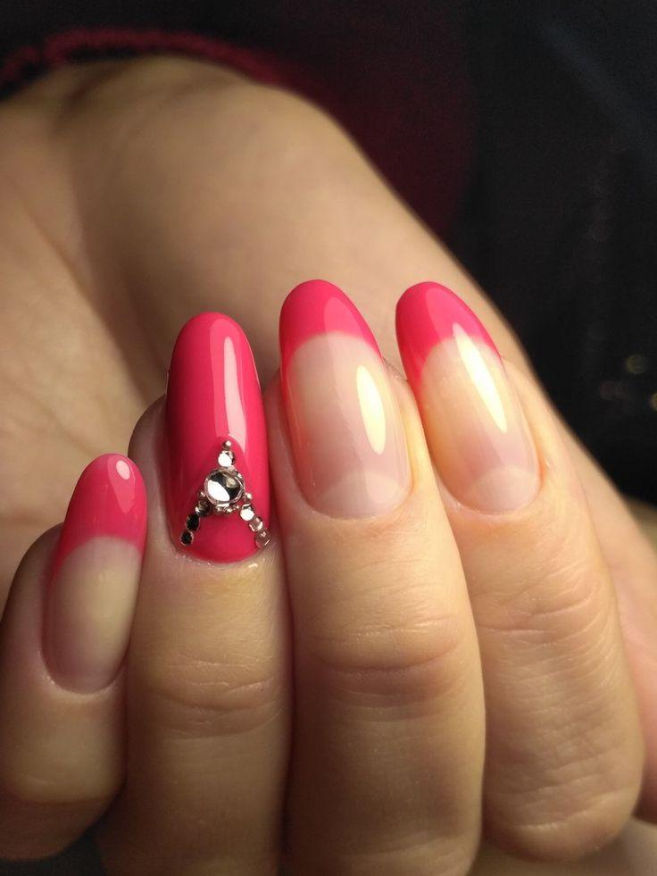 Бордовый маникюр на овальные ногти