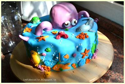 Aquarium cake fish cake tropical cakes pinterest for Fish tank cake designs