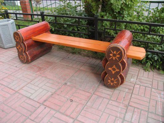 Скамейка из дерева бревна
