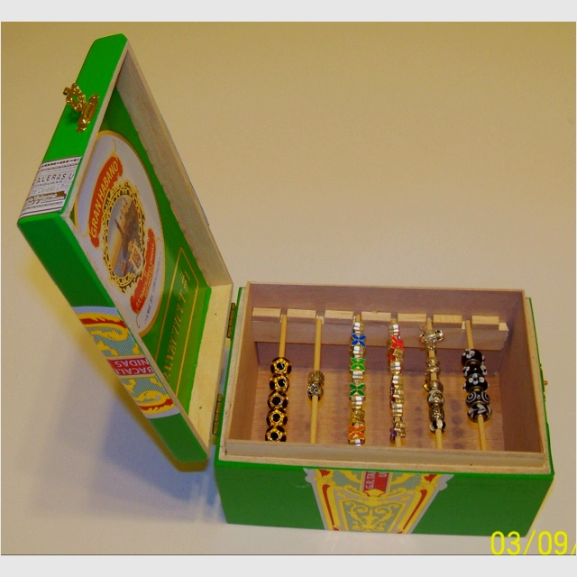 Cigar box bead holder crafts pinterest for Cigar boxes for crafts