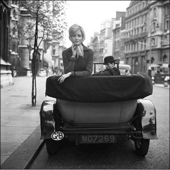 Lucinda in London, 1959 | ♞ ♘Photos vintage black and white ...: pinterest.com/pin/338684834447416880