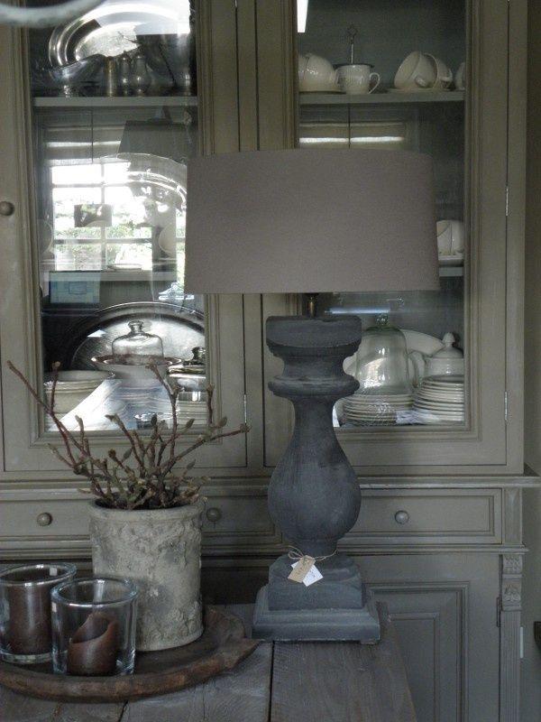 Staande lamp met stenen voet in grijstinten  Boerderij Living  Met ...