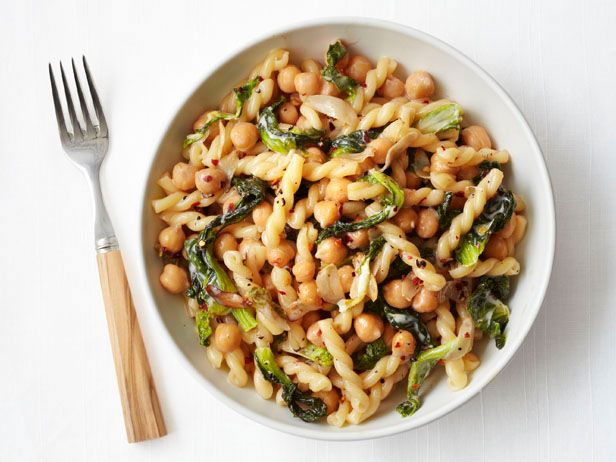 Pasta With Escarole and Chickpeas Recipe : Food Network Kitchens ...