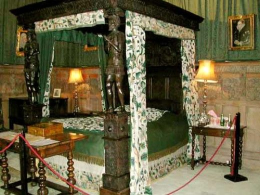How bedroom furniture design has changed since tudor times for Tudor style bedroom